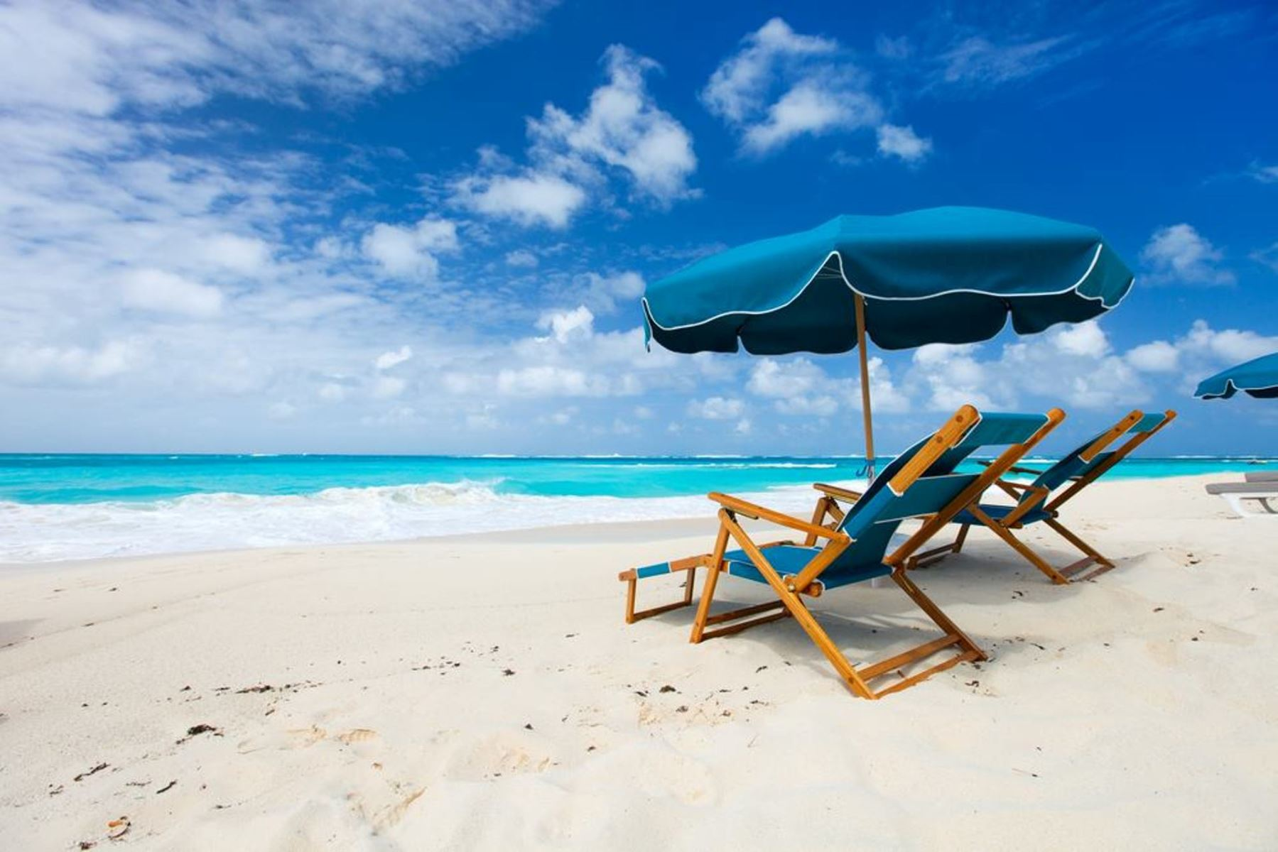 Our guests at Maravilla are treated with free beach setups March-October. Saves you $40 per day.